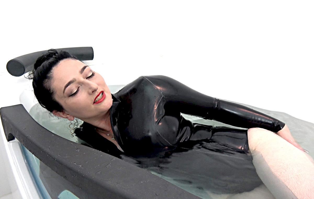mistress_Clarissa_clips_2